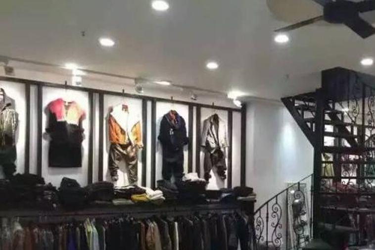 Mặt hàng thời trang trong chợ Nanyang